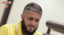 Un prédicateur fond en larmes devant une musulmane sourde et muette qui tente de réciter le Coran